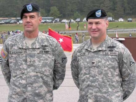 Brigadegeneral Steven L. Salazar und Oberst John M. Spiszer