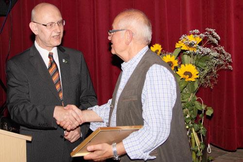 Ernennung zum Ehrenvorsitzenden (Foto: Fabian Boßle)