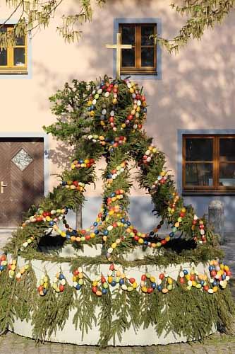 Osterbrunnen des OGV Hohenfels