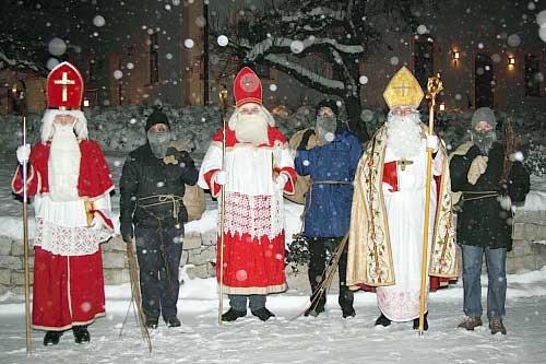 Die Kinder erwarteten den Nikolaus (Foto: Angelika Straka).