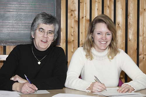 Vorsitzende Petra Winkler und ihre Stellvertreterin Bettina Koller